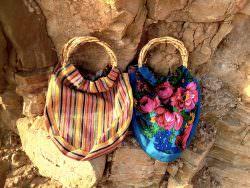 Una coppia di borse con manici rigidi di Tribalo