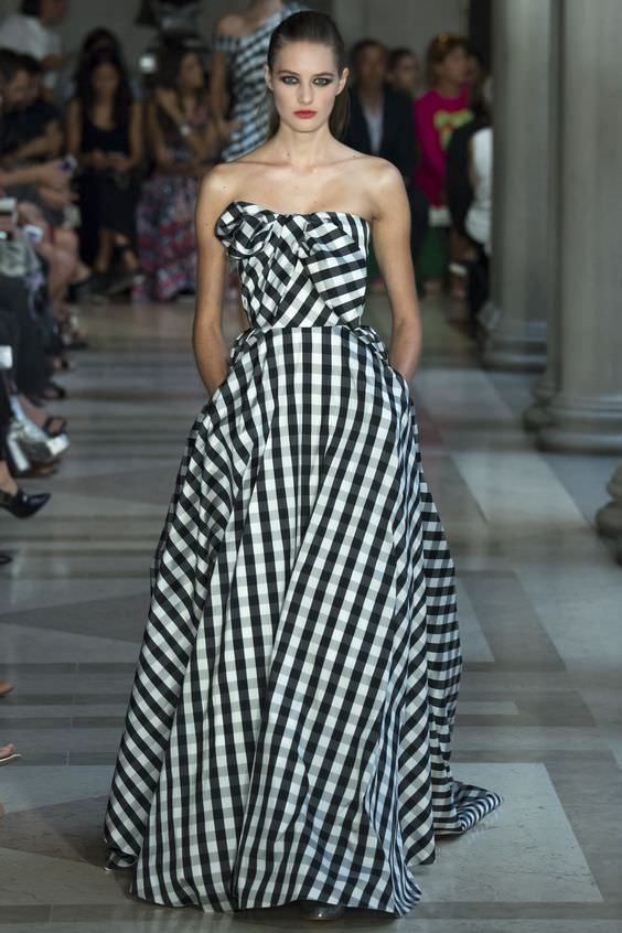Carolina Herrera Spring 2017 Ready-to-Wear collection foto via Pinterest | Bentornati a Oz: la favola della stampa Gingham | A Gipsy in the Kitchen