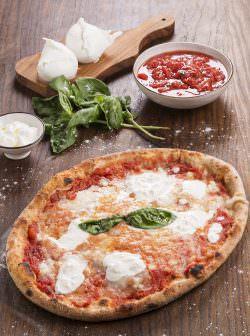 Pizza-Bufala-DOP-02 | La delicatezza del rituale mozzarella: Obicà | A Gipsy in the kitchen