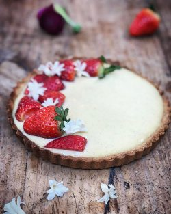 Tarte di fragola e crema pasticcera | A Gipsy in the Kitchen
